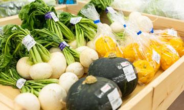 村の野菜コーナー